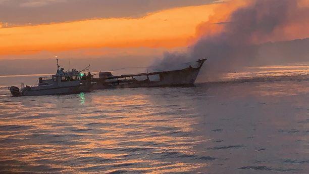 Conception-alus tuhoutui palossa Santa Cruzin saaren edustalla Kalifornian rannikolla.