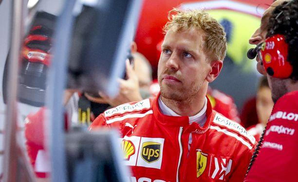 Sebastian Vettelin mokailu ärsyttää Ferrarin henkilökuntaa.
