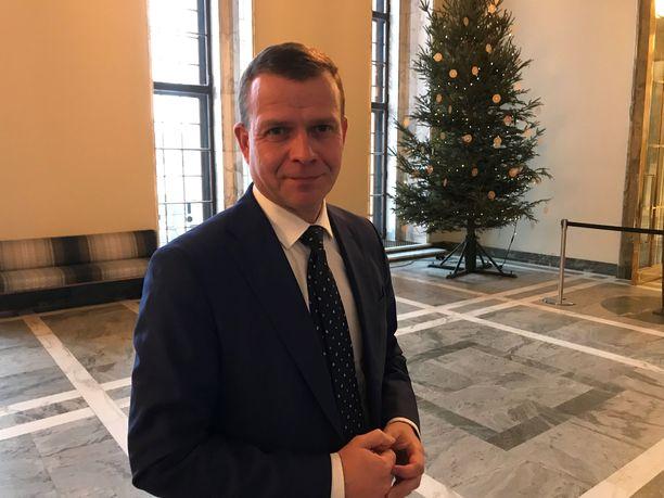 Valtiovarainministeri Petteri Orpo korostaa, ettei nyt ole varaa avokätisiin vaalilupauksiin.