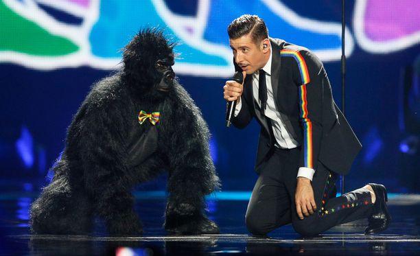 Francesco Gabbani ja apina.