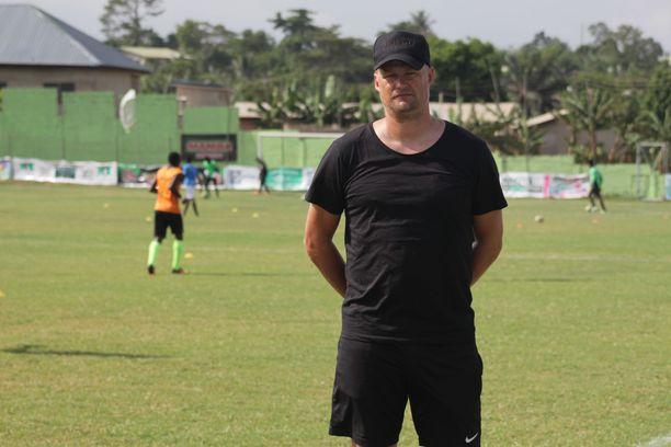 Juha Pasoja valmentaa ghanalaista pääsarjaseuraa Dreams FC:tä.