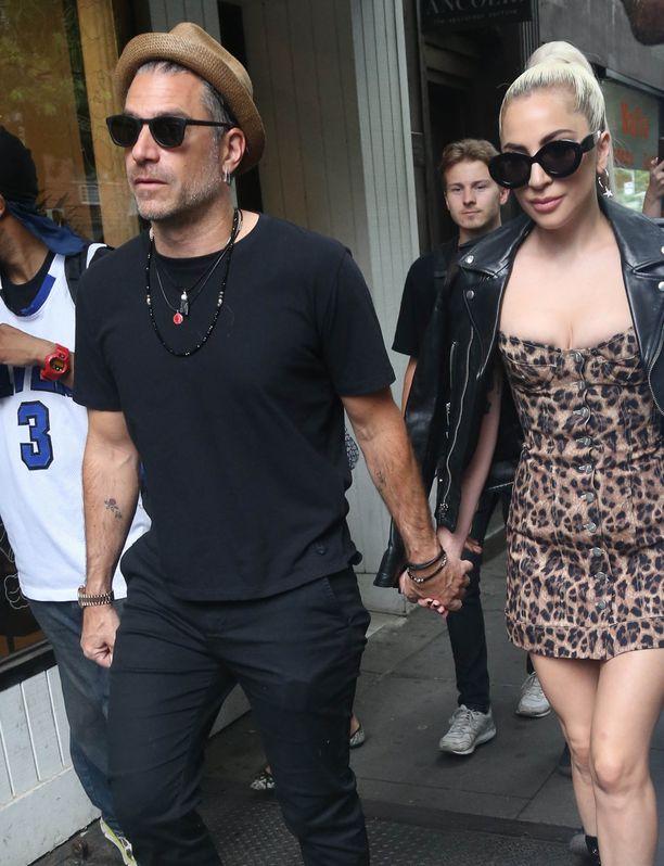 Carino ja Gaga ovat pitäneet yhtä reilun vuoden ajan.