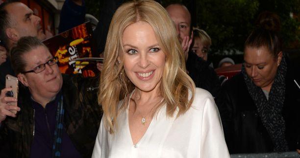 Kylie Minogue ja Paul Solomons ovat seurustelleet vähän päälle vuoden. Minogue kertoo Solomonsin tukevan häntä.