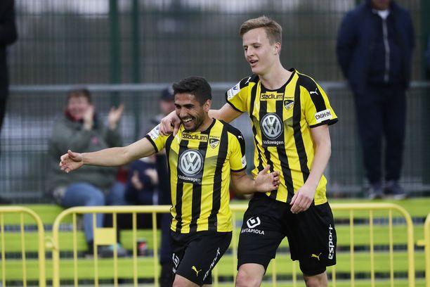 Hongan Borjas Martin ja Robert Ivanov juhlivat maalia.