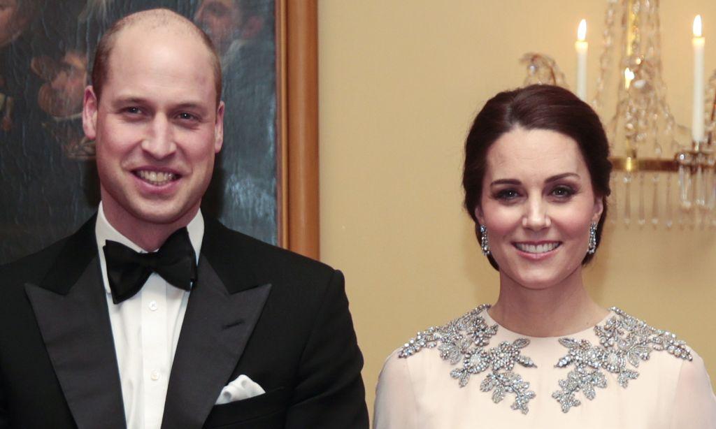 Kirjapaljastus prinssi Williamin ja herttuatar Catherinen suhdekriisistä: Prinssi lähti poikien lomalle naistyöntekijöiden hyysättäväksi, Catherine joi itsensä humalaan