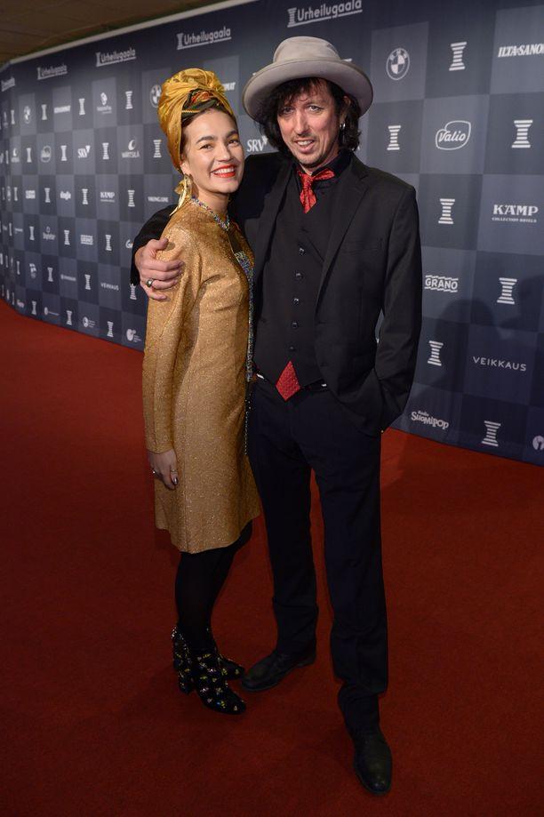 Yaffan Mallorcan-koti nähtiin Maria Veitola yökylässä -ohjelmassa, johon muusikko osallistui valokuvaajavaimonsa  kanssa.