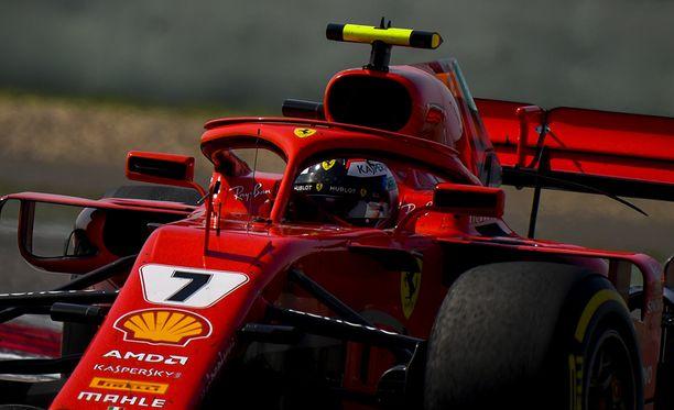 F1-autojen peilit voi jatkossa kiinnittää ohjaamoja suojaaviin turvakaariin.