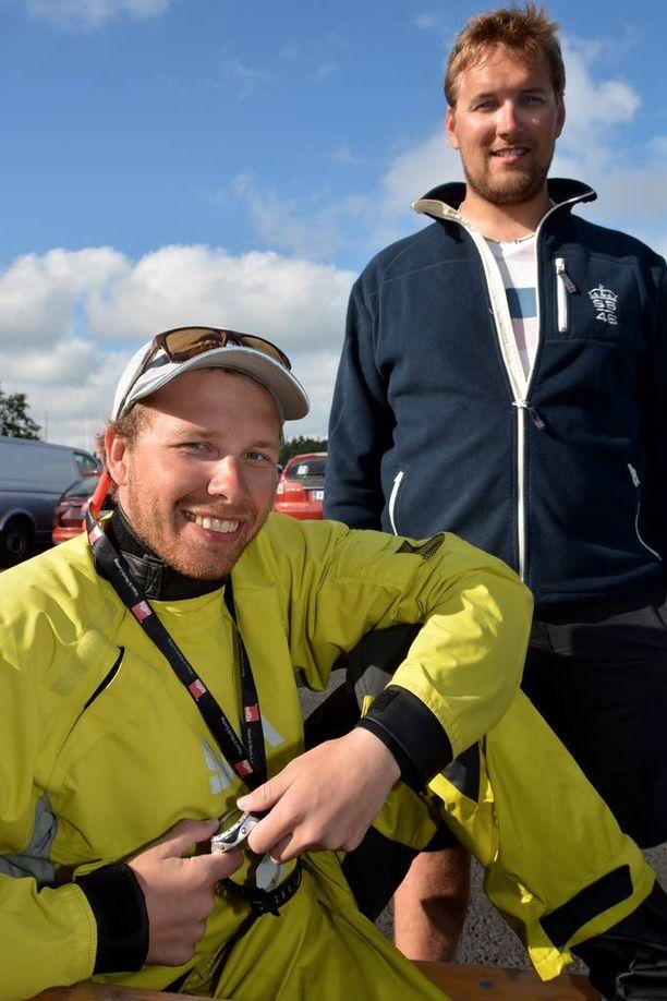 Niko Salomaa (edessä) on tehnyt viisi vuotta yhteistyötä valmentajansa Jesse Kylänpään kanssa. Ensi vuonna kaksikolla on edessä jo toiset yhteiset paralympialaiset.
