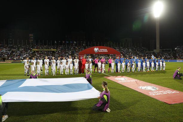 Suomen ja Kreikan välisen ottelun alussa pidetty hiljainen hetki ei mennyt suunnitellusti.