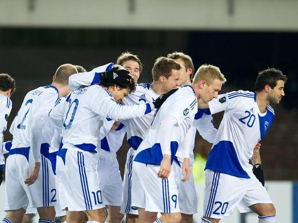 Suomi osaa antaa pikkumaille kuonoon. Marraskuussa 2010 Huuhkajat päihitti San Marinon Helsingissä 8–0 Jari Litmasen johdolla.
