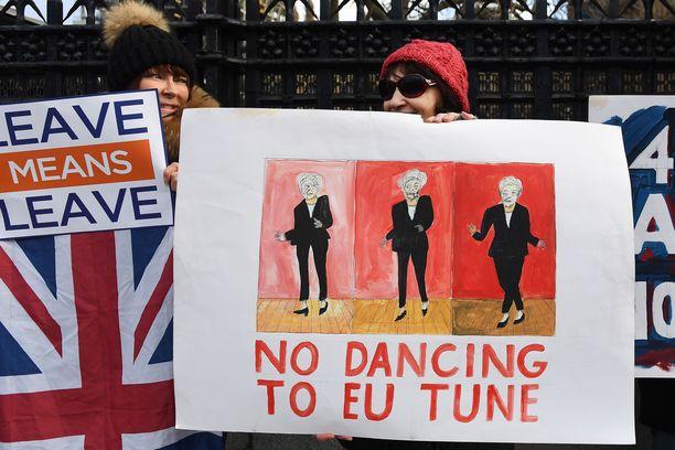 EU-eroa kannattavat kampanjoivat Britannian parlamentin ulkopuolella joulukuussa.