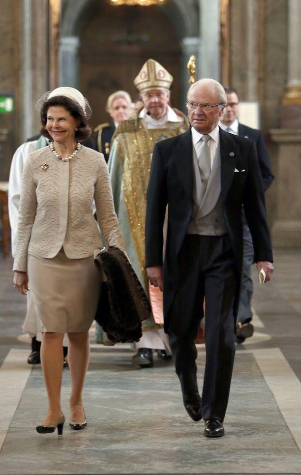 Kuningas Kaarle Kustaa ja kuningatar Silvia olivat juhlatunnelmissa myös viikko sitten perjantaina, kun prinssi Alexanderin syntymän kunniaksi järjestettiin kiitosjumalanpalvelus.