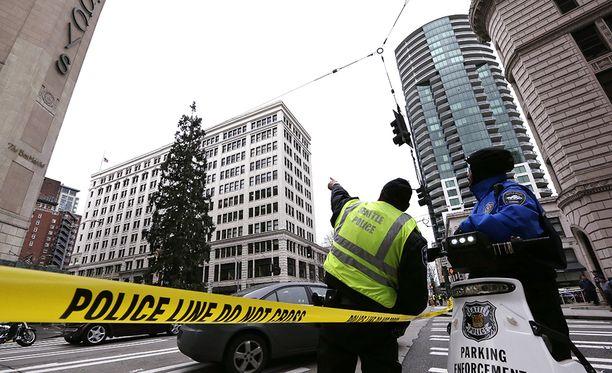 Poliisi seurasi tapahtumia tiiviisti, mutta palokunnan pelastusyritys meni pieleen.