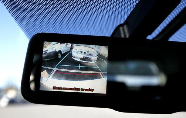 Luottavatko uusilla autoilla ajavat liikaa peruutusavustimiin?