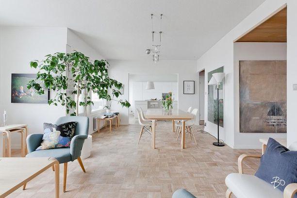 Tämä kerrostaloasunto valmistui vuonna 1969 Turkuun. Huoneisto on remontoitu muutama vuosi sitten.