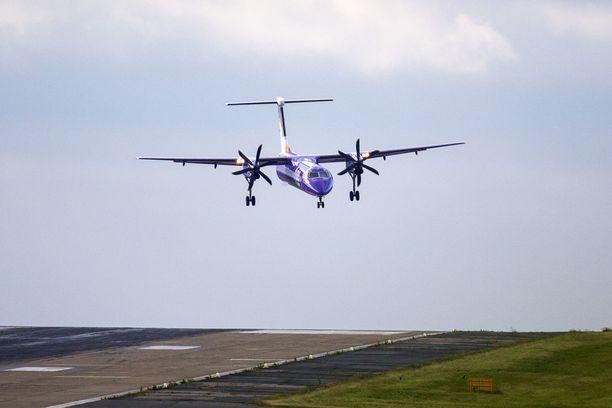 Flyben Dash 8 -potkuriturbiinikone laskeutui kovassa tuulessa Leedsiin viime kesäkuussa. Kuvituskuva.