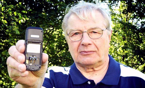 Peräänantamaton Pertti Hallenberg, 70, tuohtui, kun hänelle ei myyty laajakaistaliittymää. Ainoa perustelu oli minun ja puolisoni ikä, hän sanoo.