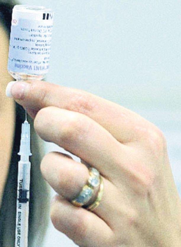 Isossa-Britanniassa hallitus on kasannut ensimmäisinä rokotettavien listaa.