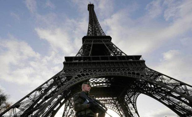 Eiffel-torni on Ranskan kuuluisimpia nähtävyyksiä.