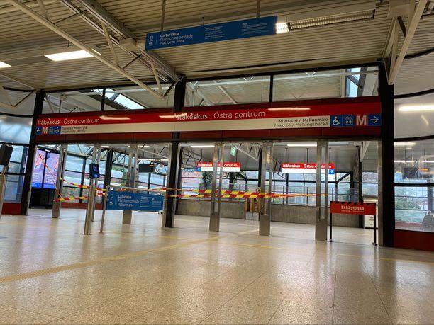 Metro- ja raitiovaunuliikenne pysähtyi viime viikolla kahdeksi päiväksi henkilökunnan lakon vuoksi. Lakolla vastustettiin Helsingin kaupungin liikennelaitoksen yhtiöittämistä.