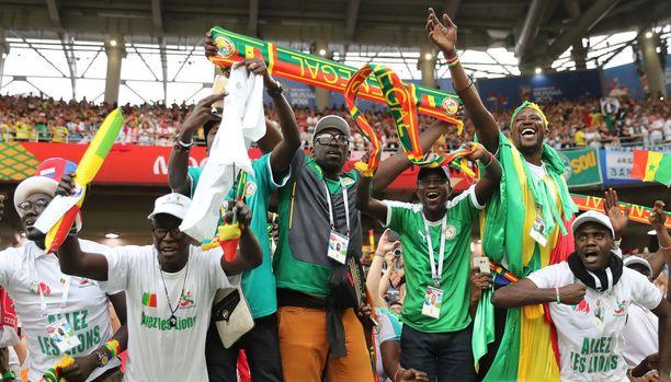 Senegalilaiset kannustivat esimerkillisesti omiaan tiistain Puola-ottelussa.