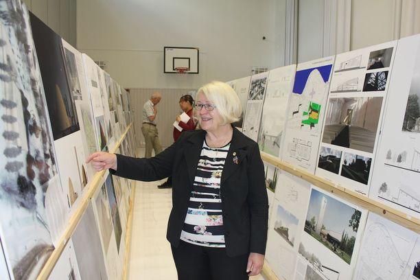 Kilpailusihteeri Kerttu Illikainen ilahtui suuresta kilpailutyömäärästä.