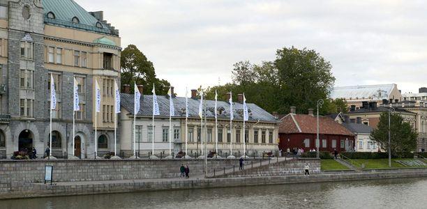 Tamperelaisia ja pääkaupunkiseutulaisia houkutellaan Turkuun kiireettömyydellä.