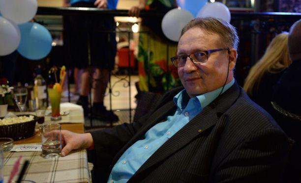 Tarjoushaukkana tunnettu Jorma Sepponen neuvoo ihmisiä ostamaan kausituotteet sesongin ulkopuolella sekä tinkaamaan. Hän neuvoo myös mielellään muita tarjouksenmetsästäjiä.