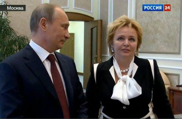 Ljudmila Šrekbneva asteli Vladimir Putinin kanssa avioon asti.