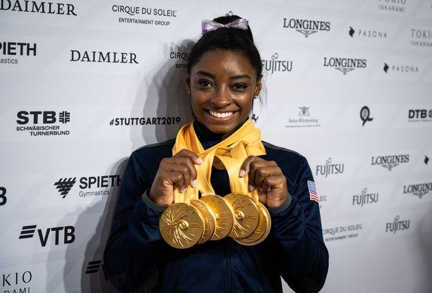 Simone Biles on moninkertainen olympiakultamitalisti.