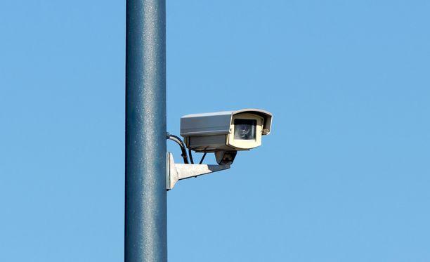Poliisi käy läpi turvakameratallenteita tekijöiden löytämiseksi.