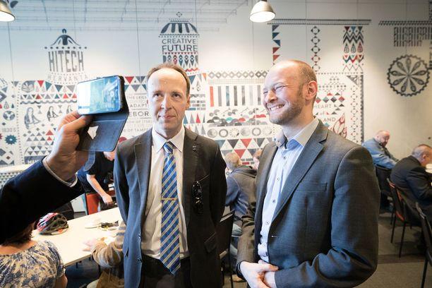 Jussi Halla-aho ja Sampo Terho kisaavat parhaillaan puolueen puheenjohtajuudesta.