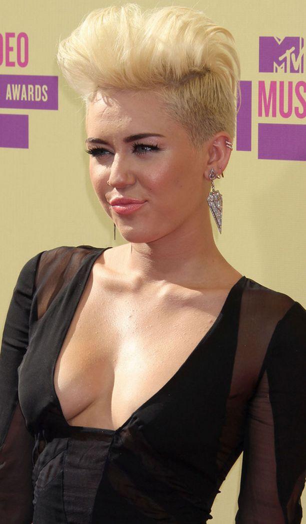 Ikänsä puolesta Mileyn muutos saattaa olla myös täysin normaalia kasvua.