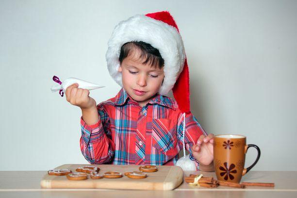 Päiväkodeissa joudutaan miettimään joulun viettoa uudella tavalla Opetushallituksen uusien linjausten vuoksi. Kuvituskuva.