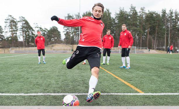 HIFK pelaa historiansa ensimmäisen veikkausliigaottelun sunnuntaina Maarianhaminassa. Pekka Sihvola hakee vuoden ensimmäistä maaliaan.