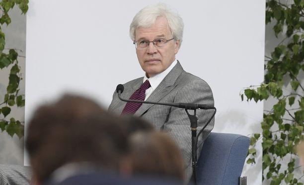 """Bengt Holmströmin puhe perustui Lasse Laatusen mielestä liikaa """"musta tuntuu"""" -argumentointiin."""