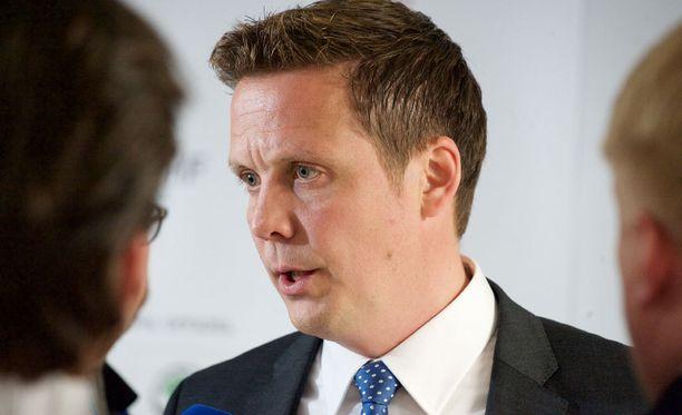 Päävalmentaja Lauri Marjamäki liikuttui Leijonien pukukopissa pitäessään viimeistä puhettaan.