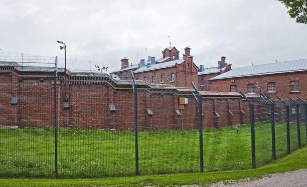 Helsingin vankila ryhtyi ensimmäisenä pilotoimaan sisätilojen savuttomuutta. Käytäntö laajenee syksyllä kahteen muuhunkin vankilaan.