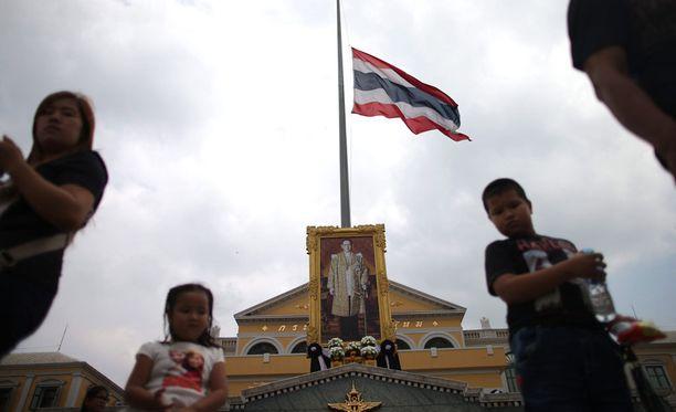 Thaimaassa vietetään nyt suruaikaa kuninkaan kuoleman johdosta.