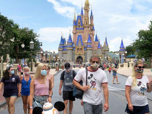 Floridan Disney World -huvipuisto avasi ovensa neljän kuukauden tauon jälkeen, vaikka koronaviruslukemat jatkavat voimakasta nousuaan.