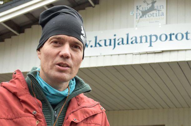 Juha Kujala vaatii haaskakuvauksen kieltämistä poronhoitoalueella. Arkistokuva.