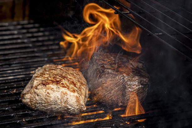 """Lihansyönti kasvattaa hiilijalanjälkeä. """"Hyvikset ja pahikset"""" -vastakkainasettelu ei kuitenkaan ole hyväksi, kirjoittaa Petteri Taalas."""