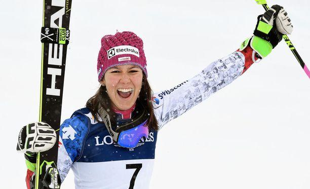 Wendy Holdener nappasi maailmanmestaruuden.