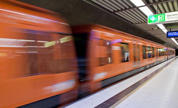 Kampissa metroa odottanut Zain Ul Abdin joutui mukaan yllättävään pelastusoperaatioon, kun nuori nainen hyppäsi kiskoille (arkistokuva).
