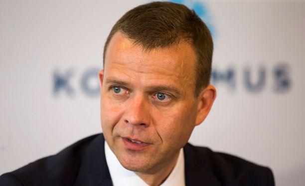 Kokoomuksen uusi puheenjohtaja Petteri Orpo kertoo käyneensä useita vaihtoehtoja läpi Alexander Stubbin kanssa.