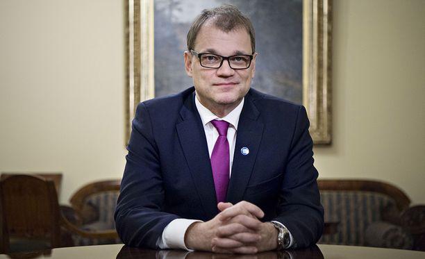 Pääministeri Juha Sipilä puolustaa yritysmäistä johtamista, joka tarkoittaa Sipilän mukaan sitä, että pidetään sovituista asioita kiinni ja toteutetaan asiat määrätietoisesti.