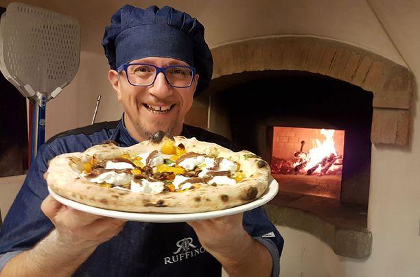Napolilainen pizzamestari Giovanni Santarpia on todellinen pizzataituri.