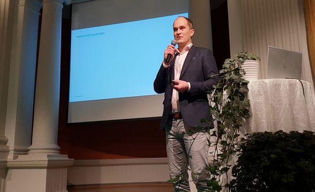 Toimitusjohtaja Stefan Heinrichs on tyytyväinen siitä, että suomalaiset yritykset kiinnostavat koulutettuja nuoria.