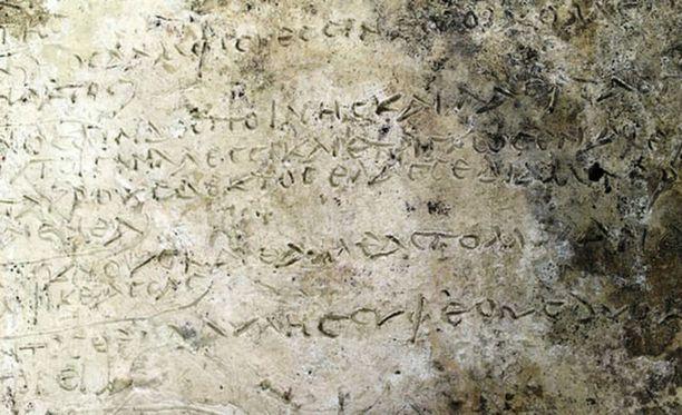 Löytyneestä muinaisesta savitaulussa näkyy säkeitä, joiden uskotaan olevan Odysseiasta.