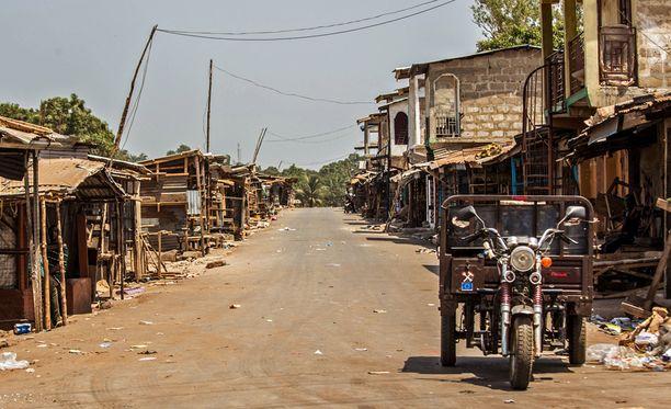 Pääkaupunki Freetownin kaupungin kadut Sierra Leonessa ovat autioituneet.